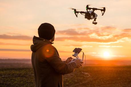 Depuis début janvier, l'utilisation de drones est soumise à une réglementation européenne, plus «souple» pour les amateurs équipés de drones de moins de 25kilos. (Photo: Shutterstock)