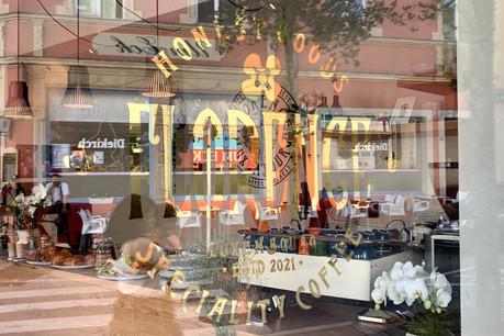 Le nouveau coffee shop Florence se situe au coin très animé de la rue d'Anvers et de la rue Adolphe Fischer. (Photo: Maison Moderne)
