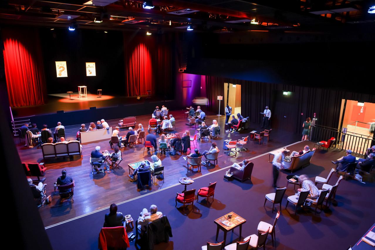 Le Kinneksbond a su optimiser son parterre pour créer un grand café-théâtre, à la fois safe et confortable… Bohumil KOSTOHRYZ boshua