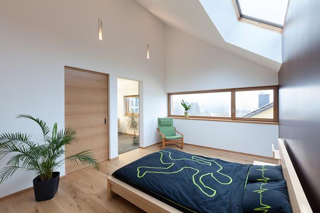 La chambre sert à dormir, mais peut aussi se prêter à d'autres activités comme la lecture. (Photo: Steve Troes)