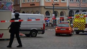 A Trèves, une voiture a percuté la foule dans la zone piétonne et a fait plusieurs morts et des blessés. (Photo: Twitter)
