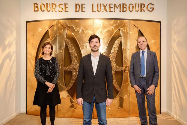 Entouré par JulieBecker et RobertScharfe, ChristianGillot n'est pas entré en bourse. C'est la Bourse qui est entrée au capital de sa start-up d'analyse de documents financiers. (Photo: Luxembourg Stock Exchange)