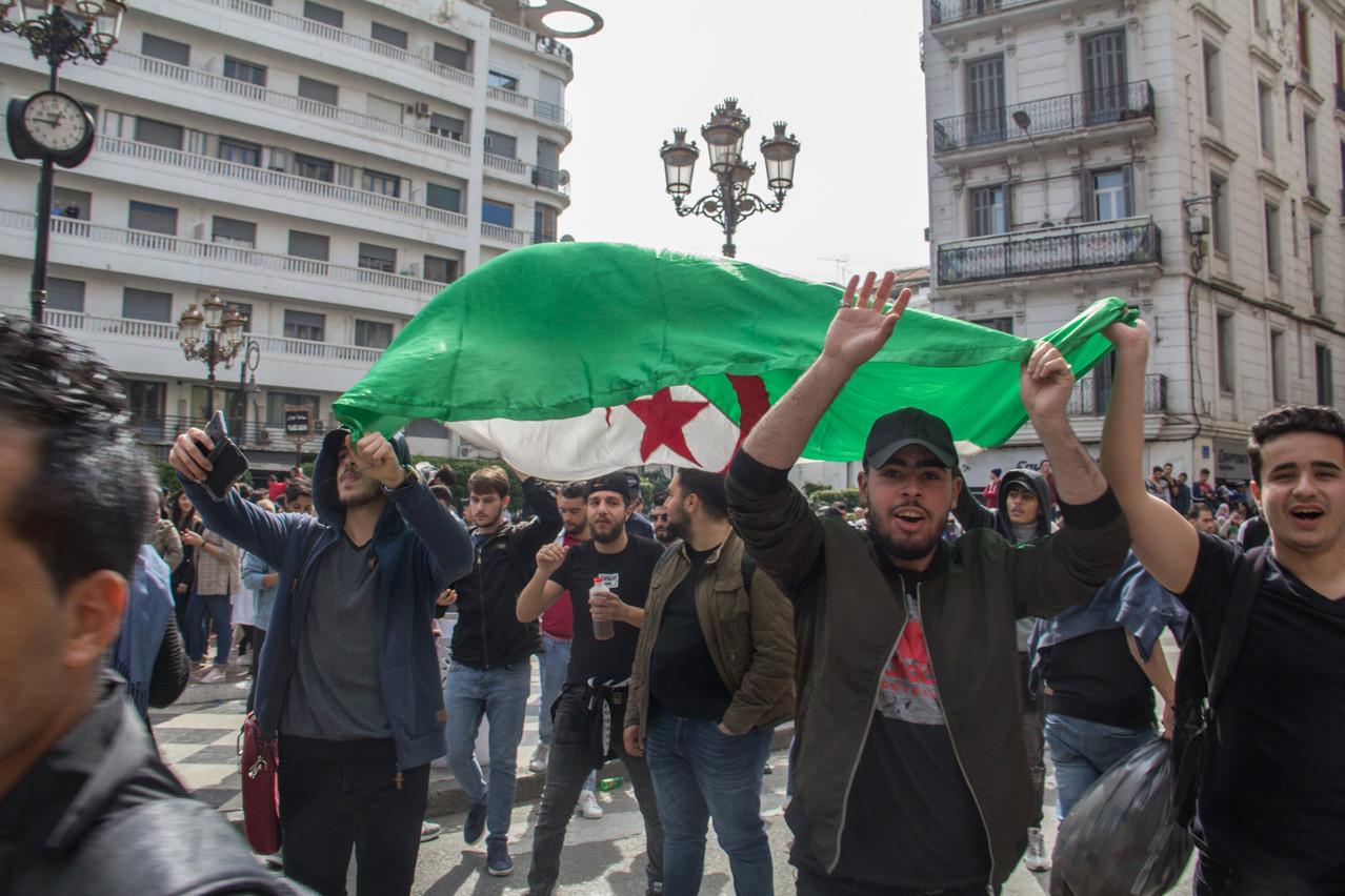 La jeunesse algérienne était descendue dans les rues depuis plusieurs jours pour manifester pacifiquement sa volonté de changement à la tête du pays. (Photo: Shutterstock)