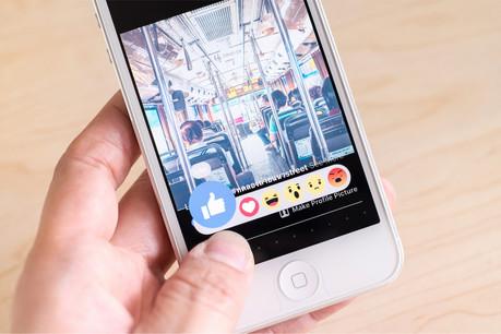Le bouton «j'aime» inséré sur un site internet donne un avantage commercial à ce dernier, mais aussi l'obligation de demander à l'utilisateur son consentement pour la transmission de ses données personnelles à Facebook. (Photo: Shutterstock)
