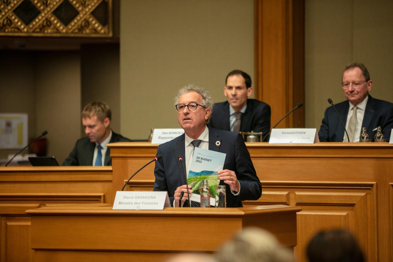 Le ministre des Finances présente son projet de loi de 65pages. (Photo: Romain Gamba/Maison Moderne)