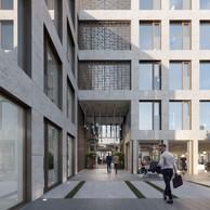 L'entrée présente une belle hauteur et invite à pénétrer dans l'immeuble. ((Illustration : Panoptikon))