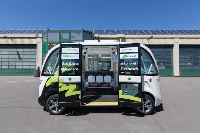 La navette Navya, entièrement autonome, peut transporter onze personnes assises et quatre debout. (Photo: Romain Gamba)