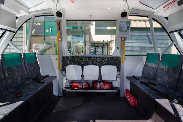 Extincteurs et ceintures de sécurité: la navette doit offrir le même niveau de sécurité que le bus. (Photo: Romain Gamba)