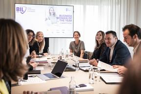 Le jury composé de représentants de la banque et des partenaires du concours a rendu son délibéré. ((Photo: Jan Hanrion / Maison Moderne))