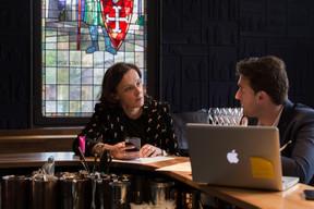 Rendez-vous quotidien: Stéphanie Jauquet se rend tous les jours à Um Plateau à Luxembourg-ville, où elle fait le point avec Jonathan Germay, gérant du restaurant créé il y a 10 ans. ((Photo: Romain Gamba))