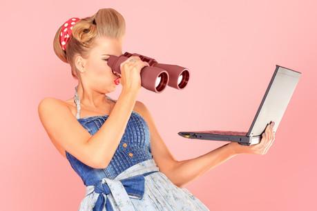 Contrairement aux stéréotypes, les hommes dépensent 28% de plus en achats sur internet que les femmes. (Photo: Shutterstock)