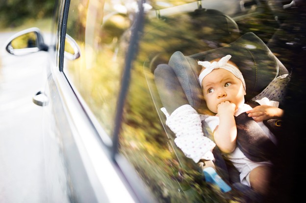 Aux États-Unis, 39 enfants décèdent chaque année, oubliés par leurs parents dans la voiture et sous le soleil. IEE apporte la première solution technologique au monde à ce problème. (Photo: Shutterstock)