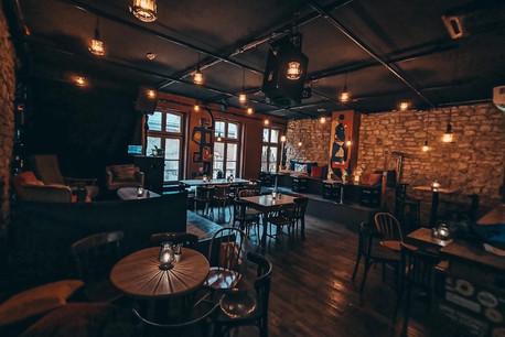 Mobilier vintage et tables conviviales, le tout avec assez d'espace pour tout bien respecter: le premier étage du Gudde Wëllen est certain de faire le plein dès cet automne. (Image:  De Gudde Wëllen )