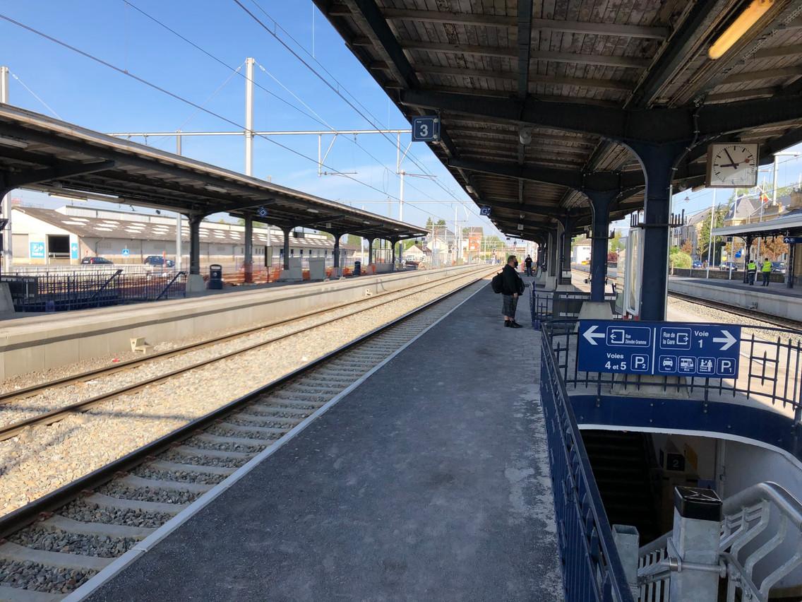Pas grand monde au départ en gare d'Arlon. (Photo: Paperjam)