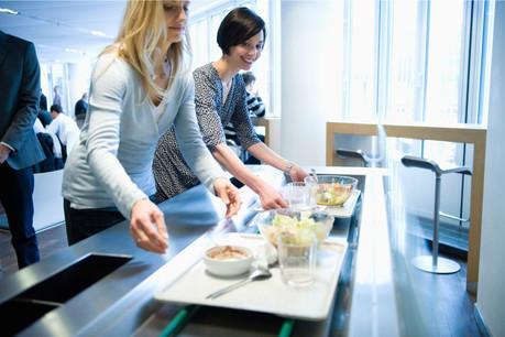 Le CovidCheck deviendra obligatoire pour servir ou manger dans un restaurant d'entreprise. (Photo: Shutterstock)