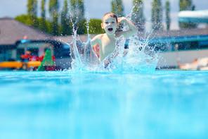 La Ville de Luxembourg-ville cherche toujours un terrain pour construire une piscine découverte. (Photo: Shutterstock)