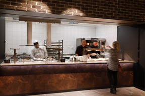 Les employés disposent d'un self pour manger rapidement. ((Photo: Jacques Giral))
