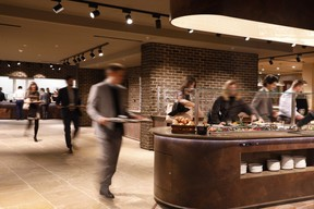 Vue du restaurant en self service. ((Photo: Jacques Giral))