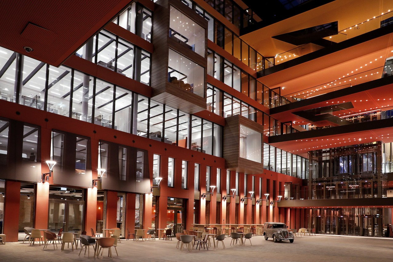 La piazza intérieure est le lieu de rencontre de l'équipe Ferrero. (Photo: Jacques Giral)