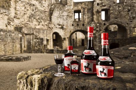 Vin ou crémant luxembourgeois, champagne, eau-de-vie ou même eau tout court, le Cassero semble pouvoir s'accommoder de tout, ou presque! (Photo: Château de Beaufort)