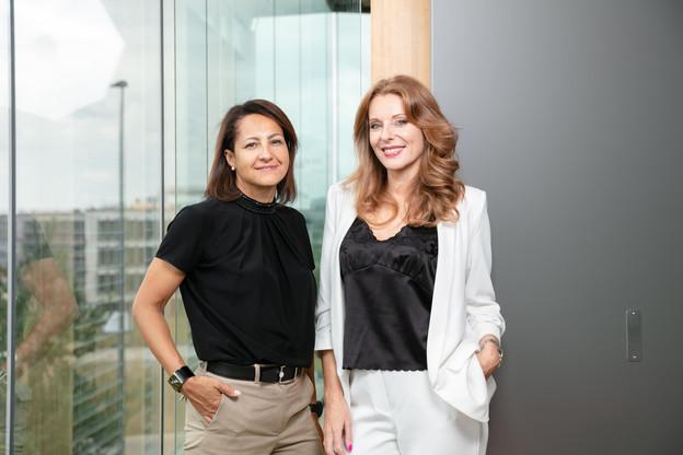 CatherineBaflast (à gauche en compagnie de CindyArces, ancienne managing director) veut faire de PwC Legal un cabinet innovant, développer le concept d'«avocat-entrepreneur»et être à la pointe de la digitalisation. (Photo: Romain Gamba/Maison Moderne)