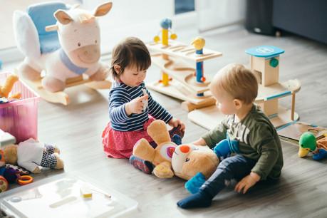 Les enfants devront rester dans le même groupe avec le même éducateur pour éviter les risques de propagation du Covid-19. (Photo: Shutterstock)