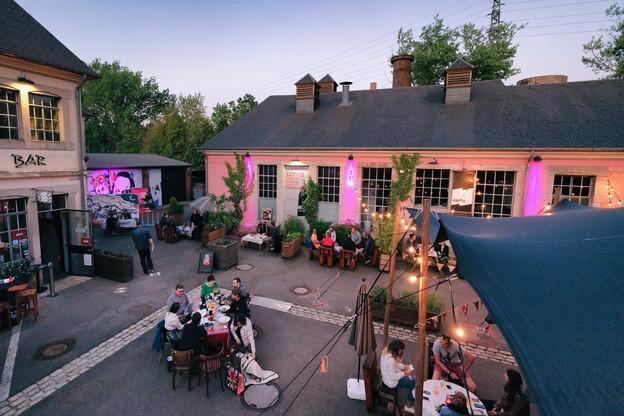 Le Kufa Summer Bar permet de passer un moment convivial et culturel en même temps. (Photo:Emile Hengen)