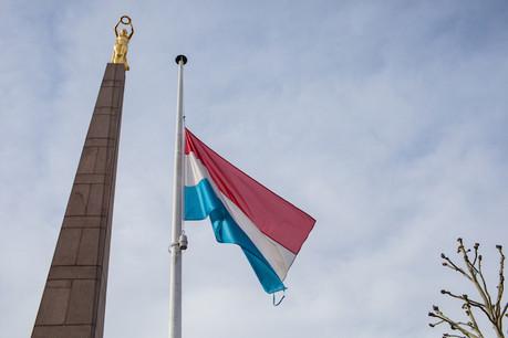 Les drapeaux seront en berne jusqu'au terme du deuil national. (Photo: Matic Zorman)