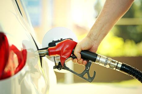 Le prix à la pompe deviendra un peu moins attractif pour l'automobiliste frontalier. Au Luxembourg, cela alourdira la facture de 8 à 12 euros pour quatre pleins par mois. (Photo: Shutterstock)