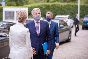Karin Basenach, directrice du Centre Européen des Consommateurs et Didier Reynders, commissaire européen à la Justice. ((Photo: Romain Gamba/Maison Moderne))