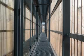 L'espace administratif bénéficie d'un accès extérieur et d'une kitchenette. ((Photo: Matic Zorman/Maison Moderne))