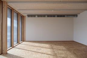 L'espace comprend aussi des salles de conférence, ainsi que des pièces pouvant accueillir des formations théoriques. ((Photo: Matic Zorman/Maison Moderne))