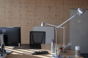 Les bureaux, pour l'instant presque vides, attendent la fin du déménagement. ((Photo: Matic Zorman/Maison Moderne))