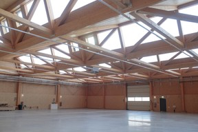 Les quatre sheds par hall ont une portée de 30mètres pour un poids de 14tonnes chacun. ((Photo: Matic Zorman/Maison Moderne))