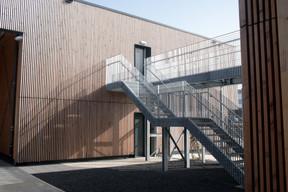 Les deux espaces de bureaux sont reliés par une parcelle. ((Photo: Matic Zorman/Maison Moderne))
