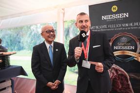 S. E. Monsieur Jiro Okuyama (Ambassadeur du Japon au Luxembourg) et Jim Kent (Maison Moderne) ((Photo: Christophe Debailleul/Maison Moderne))