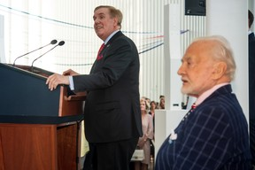 Randolph Evans (ambassadeur des États-Unis au Luxembourg) et Buzz Aldrin. ((Photo: Nader Ghavami))