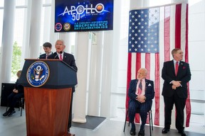 À droite, Buzz Aldrin, et Randolph Evans (ambassadeur des États-Unis au Luxembourg). ((Photo: Nader Ghavami))
