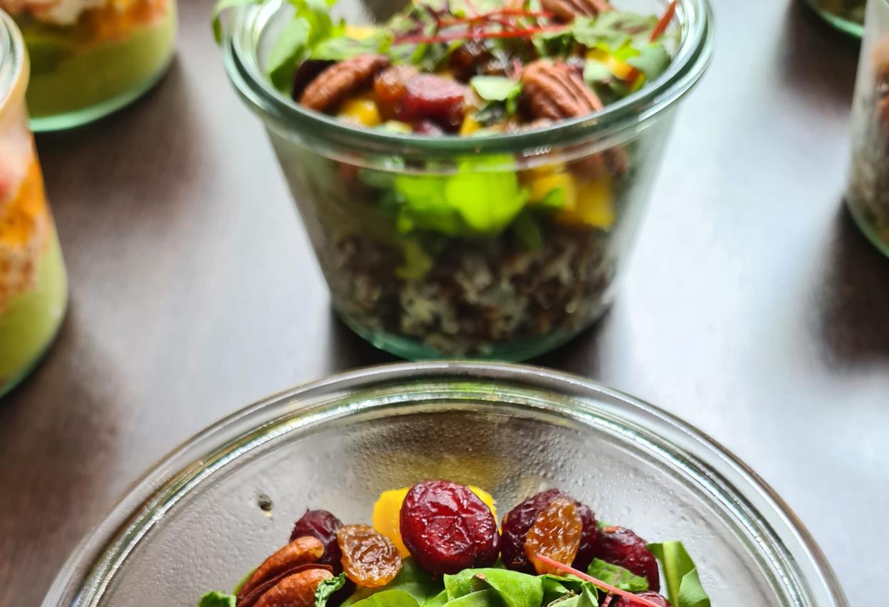 Sodexo propose une gamme de produits servis dans des bocaux en verre. Pour le reste, les clients peuvent aussi emporter leurs plats en Ecobox. (Photo: Sodexo)