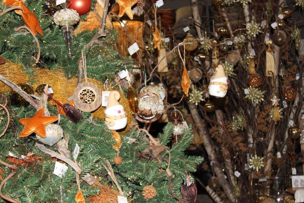 Les décorations en bois ont beaucoup de succès cette année, d'après l'Angle Vert. (Photo: L'Angle Vert)
