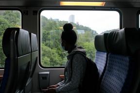 Le port du masque est obligatoire dans les trains, les bus, les salles d'attente et sur les quais. ((Photo: Matic Zorman / Maison Moderne))