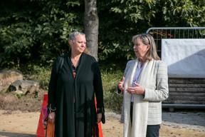 La ministrede l'Environnement, du Climat et du Développement durable, Carole Dieschbourg (déi Gréng), a accompagné Lydie Polfer (DP), lors de la visite du chantier en cours. ((Photo: Romain Gamba/Maison Moderne))