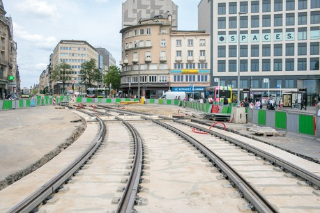 A l'exception des week-end, le chantier du tram dans le quartier de la gare se poursuivra toutes les nuits. (Photo: Matic Zorman / Maison Moderne)