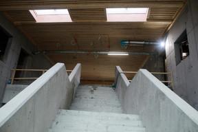 L'escalier ouvert est pensé comme une zone de communication. ((Photo: Matic Zorman/Maison Moderne))