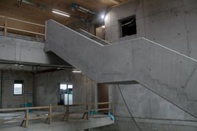 L'escalier présente une forme géométrique qui donne un caractère architectural au bâtiment. ((Photo: Matic Zorman/Maison Moderne))