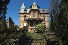 La villa s'ouvre à l'arrière sur un magnifique jardin. ((Photo: Jan Hanrion/Patricia Pitsch – archives Maison Moderne))