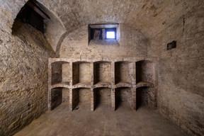 Au sous-sol, on trouve des caves voûtées et des rangements pour le vin. ((Photo: Jan Hanrion/Patricia Pitsch – archives Maison Moderne))