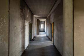 Le couloir du dernier étage, niveau destiné à l'époque à loger les domestiques. ((Photo: Jan Hanrion/Patricia Pitsch – archives Maison Moderne))
