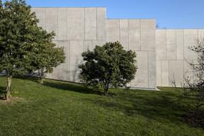 Le Studio est un monolithe de béton conçu par IttenBrechbühl. ((Photo: Eric Chenal))