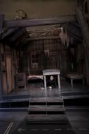 Au sous-sol, le visiteur déambule au sein d'un studio de tournage avec les décors des films les plus connus, dont la cabane de «La Ruée vers l'or». ((Photo: Eric Chenal))